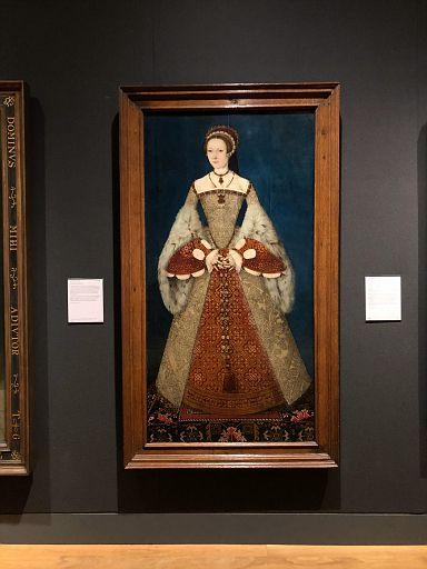 typical queen portrait