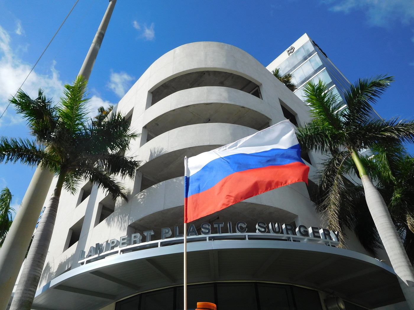 Доить Россию, жить в Майами: исчезновение русского человека через элиту