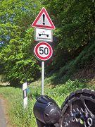 Verkehrsschild: Achtung Draisinenbetrieb!