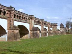 Alte Beton-Trogbrücke