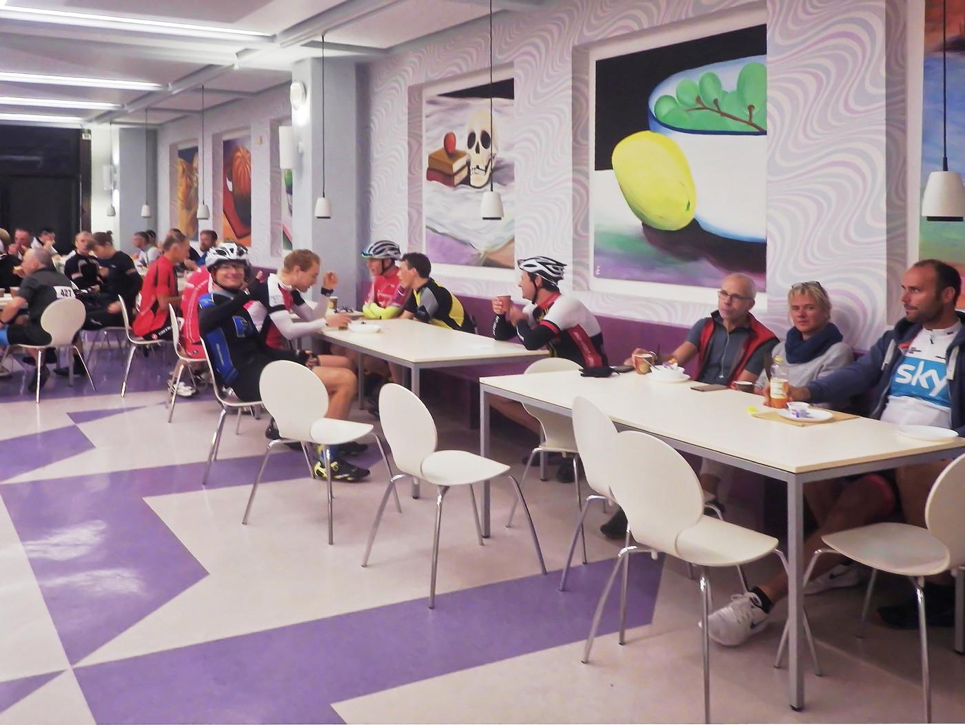 Frühstück im Speisesaal Gymnasium Ernestinum