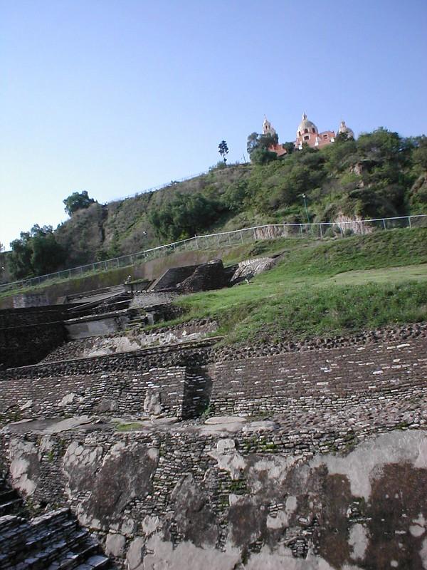 алтари, пирамида, церковь на вершине