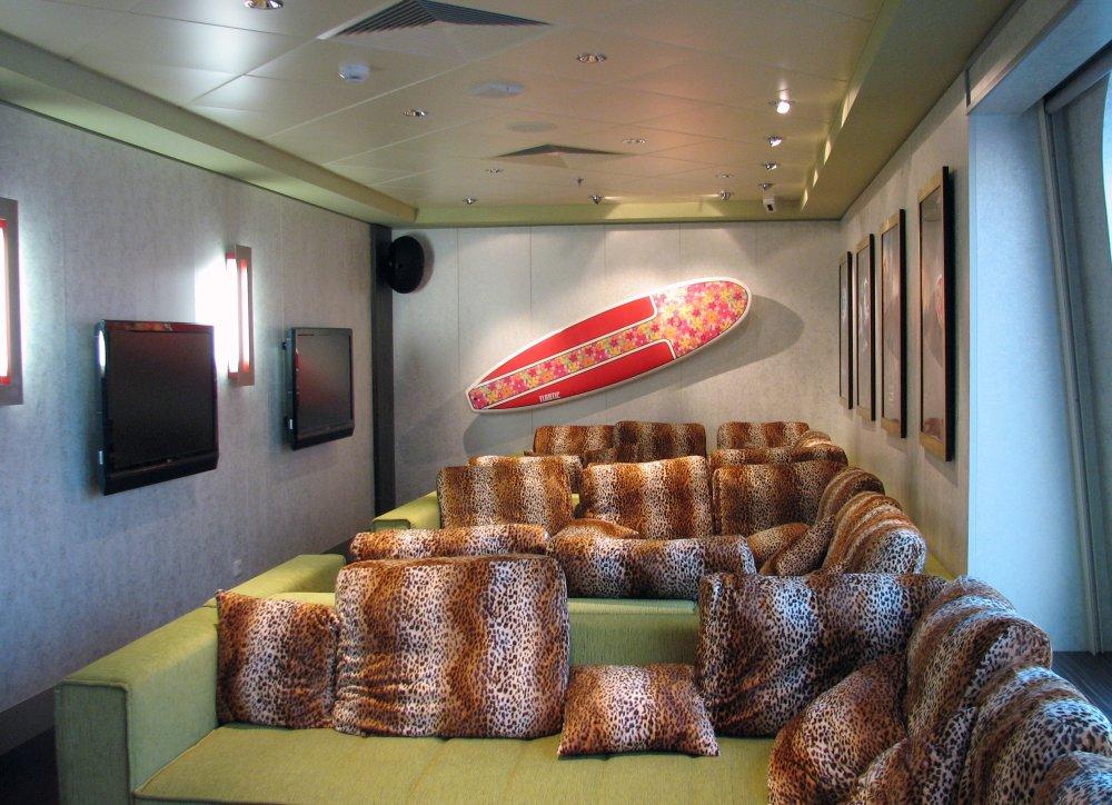 Norwegian Gem Teens Leopard Lounge